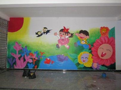 用壁画来装饰孩子的房间是一个伟大的方式